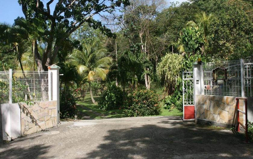 Location de vacances - Villa à Deshaies - Entrée de l'habitation M & G