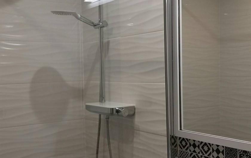 Location de vacances - Gîte à Widehem - Salle de bains, avec douche à l'italienne