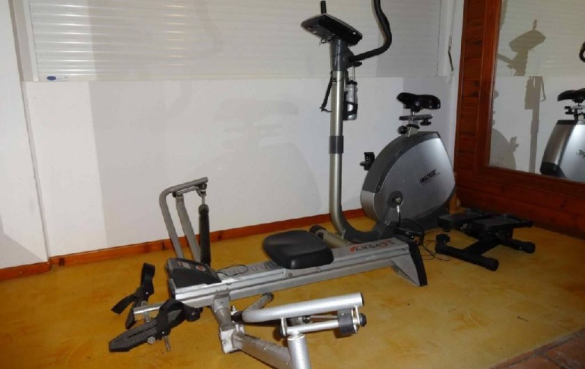 Location de vacances - Villa à Bouillante - Salle de sport  : rameur - vélo-tapis de marche- steppeur