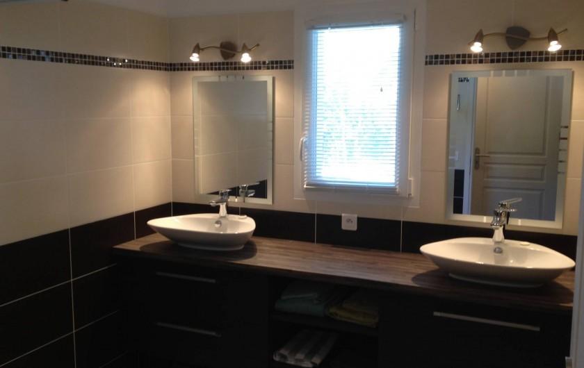 Location de vacances - Villa à Favone - Une des deux salles d'eau
