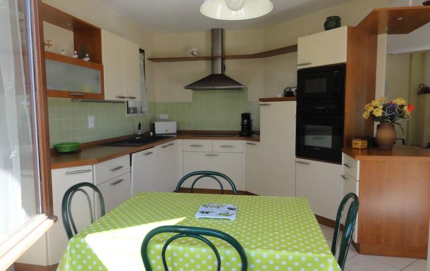 Location de vacances - Villa à Sanguinet - la cuisine toute équipée