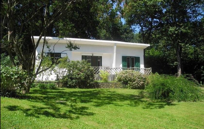 Location de vacances - Maison - Villa à Bidart - façade avant exposée sud est au soleil le matin