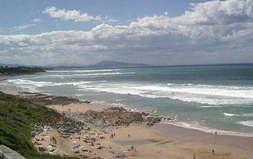 Location de vacances - Maison - Villa à Bidart - plage du centre à BIDART paradis des surfeurs. Au fond:le jaizquibel en espagne