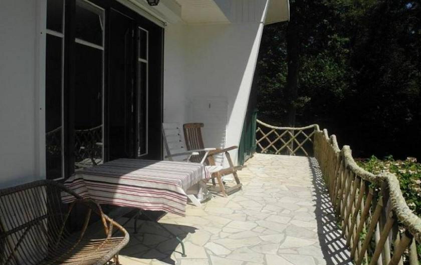 Location de vacances - Maison - Villa à Bidart - terrasse avant pour petit déjeuner au soleil