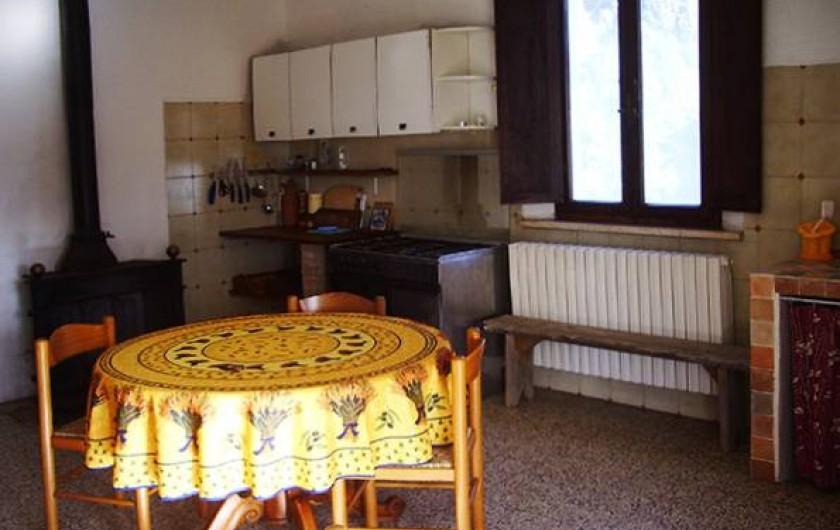 Location de vacances - Appartement à Vada - Cuisine grande appartement avec acces au bain et a la chambre avec 2 lits single