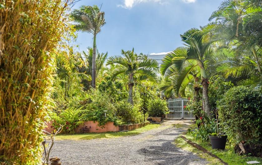 Location de vacances - Bungalow - Mobilhome à Langevin - VERANDA ET VUE SUR JARDIN