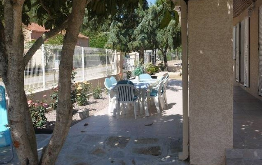 Location de vacances - Gîte à Castifao - terrasse extérieure photo1