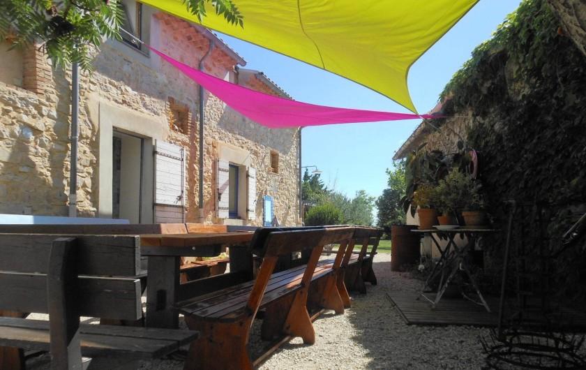 Location de vacances - Gîte à Gras - La cour de la maison bleue