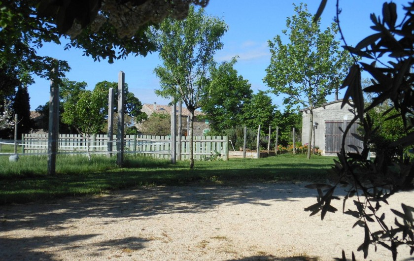 Location de vacances - Gîte à Gras - Terrain de pétanque du gîte quand la piscine est absente.
