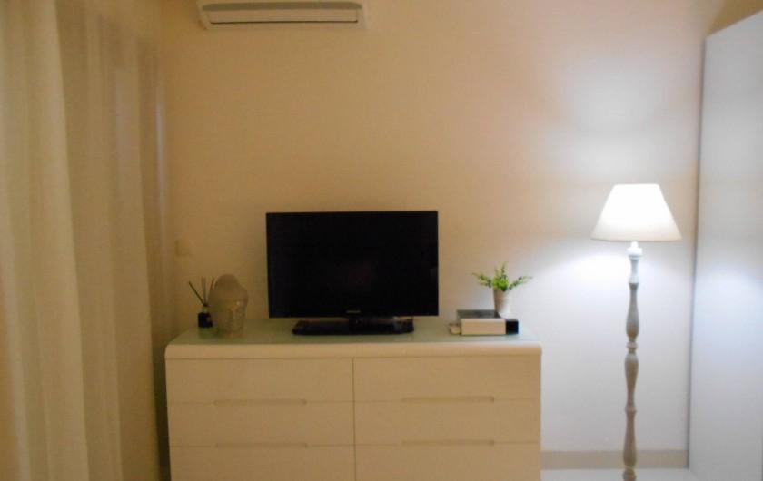 Location de vacances - Appartement à Marigot - Salon avec TV, satellite, WI FI et climatisation
