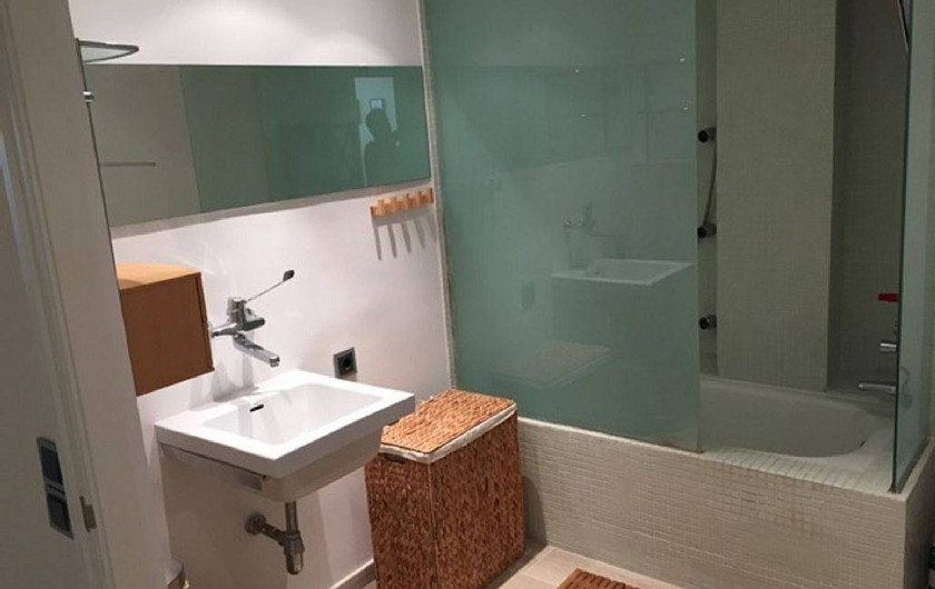 Location de vacances - Appartement à Salou - Salle de bain et WC avec accès chambre parents