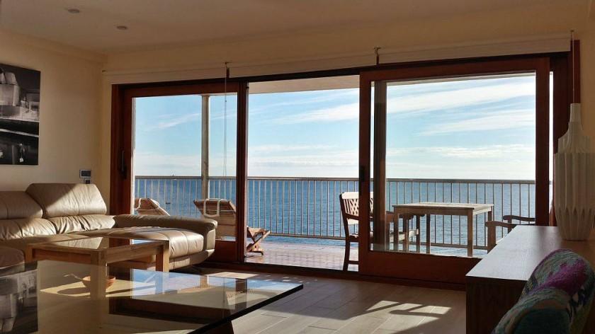 Salon-séjour en 1ere ligne avec vue mer à 180°