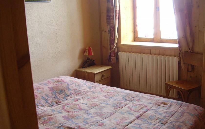 Location de vacances - Appartement à Combloux - chambre avec 1 lit 2 places et 2 lits superposés