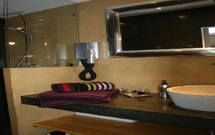 Location de vacances - Chambre d'hôtes à Rosières - Salle de bain chambre Essen'Ciel