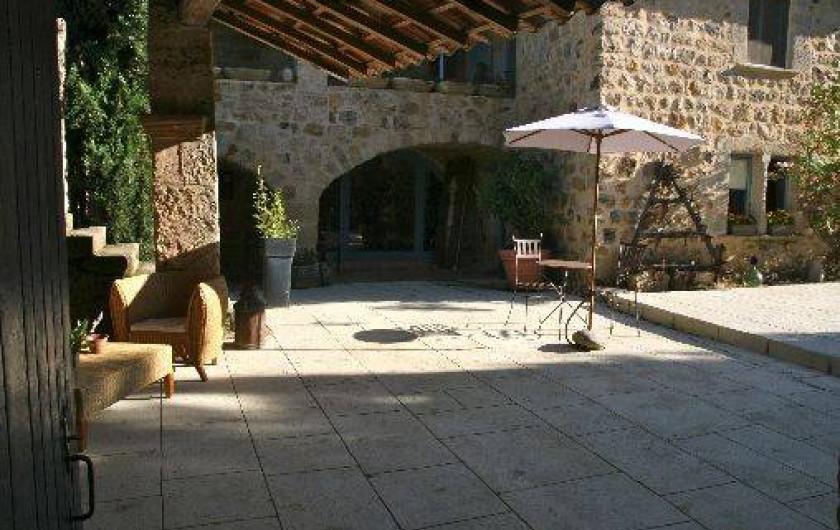 Location de vacances - Chambre d'hôtes à Rosières - Cour intérieure
