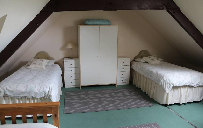 Location de vacances - Gîte à Saint-Pierre-de-Plesguen - Family bedroom (1 double bed + 2 singles)