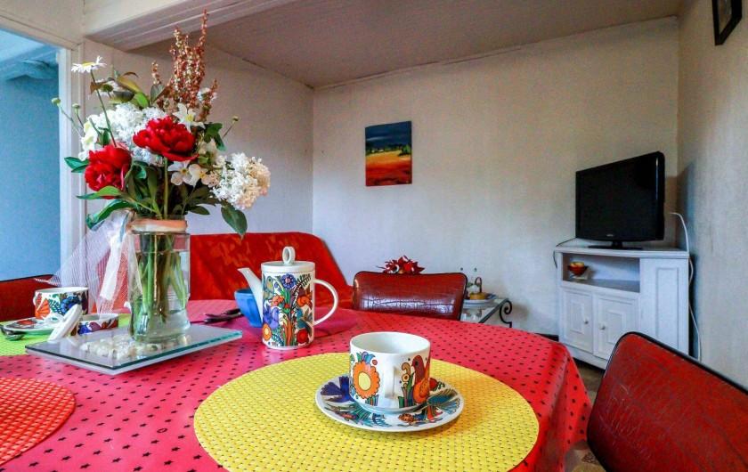 Location de vacances - Maison - Villa à Aignes - salon au sud et vue sur nature