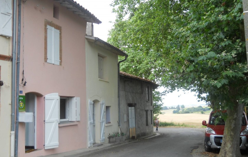 Location de vacances - Maison - Villa à Aignes - stationnement en face du gîte