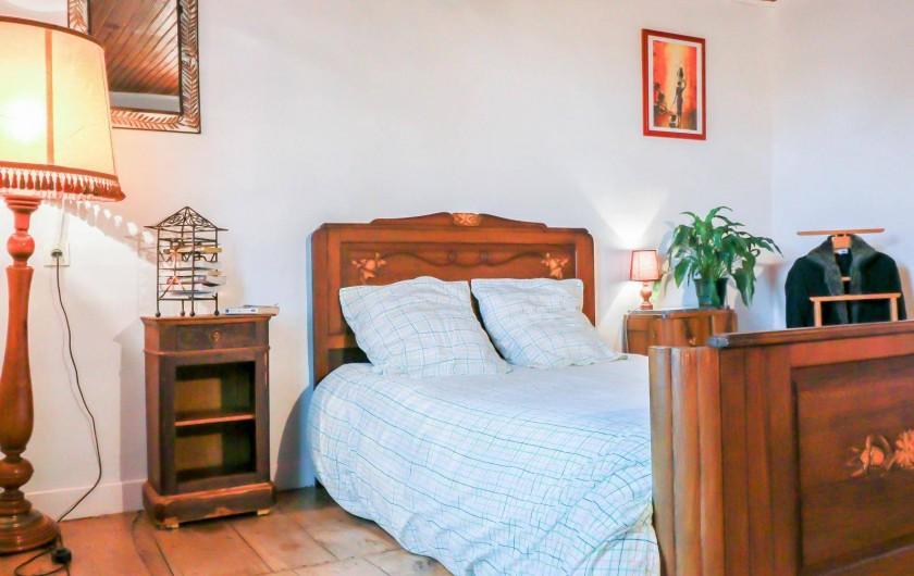 Location de vacances - Maison - Villa à Aignes - une chambre vue sur nature