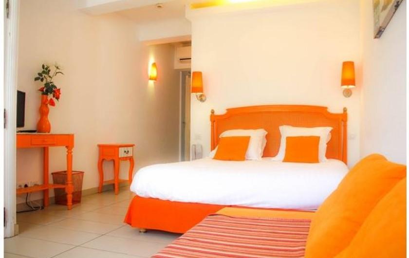 """Location de vacances - Hôtel - Auberge à Collobrières - La Chambre Luxe """"Corail"""""""