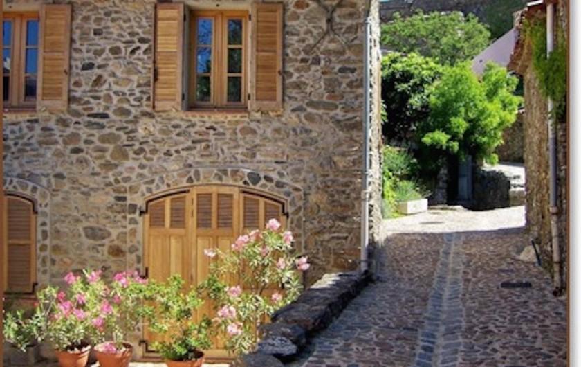 Location de vacances - Hôtel - Auberge à Collobrières - Le Village de Collobrières et ses jolies ruelles Provençales