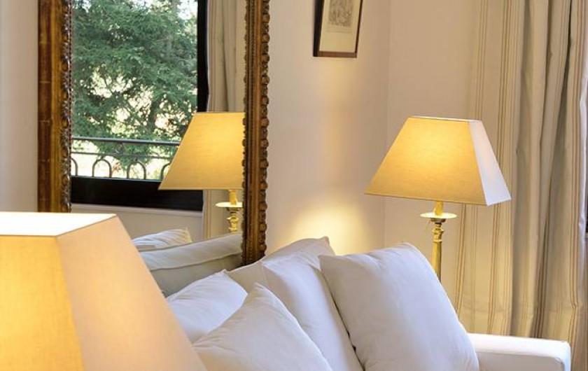 Location de vacances - Maison - Villa à Nîmes - Salon suite « Allée du Roi »