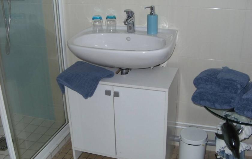Location de vacances - Chambre d'hôtes à Les Essarts - salle d'eau glycine