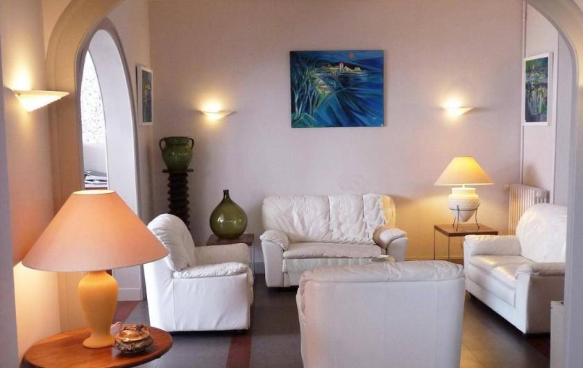 Location de vacances - Hôtel - Auberge à Argentat - Petit salon de l'hôtel, idéal pour prendre un verre et feuilleter un magasine