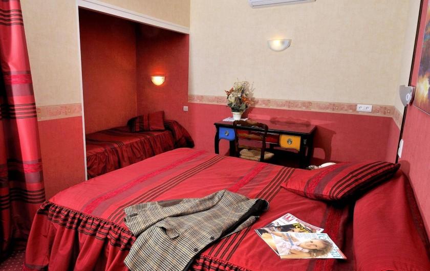 Location de vacances - Hôtel - Auberge à Argentat - La chambre supérieure N°19 côté jardin
