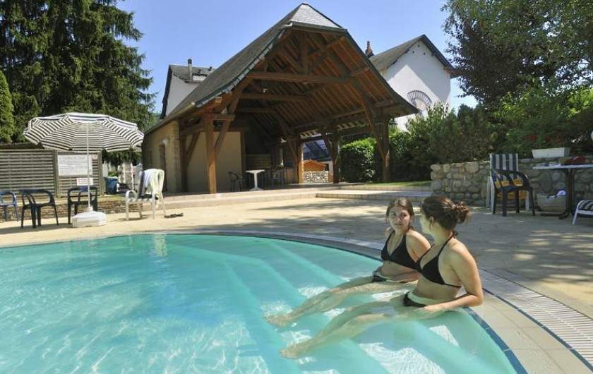 Location de vacances - Hôtel - Auberge à Argentat - La piscine extérieure chauffée pour la détente