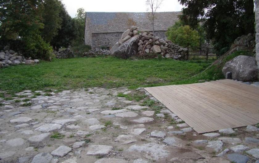 Location de vacances - Gîte à Marchastel - terrasse - cour - jardin