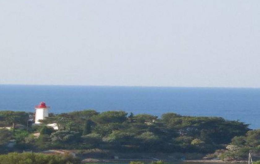 Location de vacances - Mas à Agay - Vue du phare de la Baumette depuis la maison