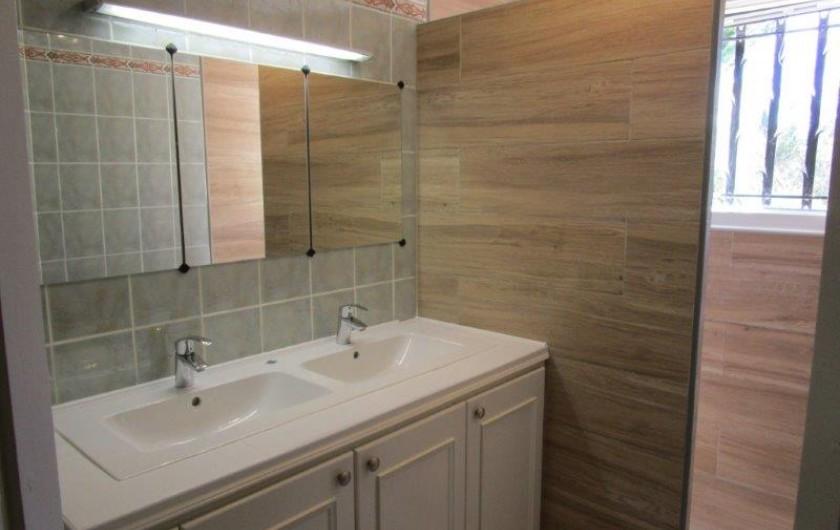 Location de vacances - Villa à Bagnols-en-Forêt - Salle de douche 1ieme étage.