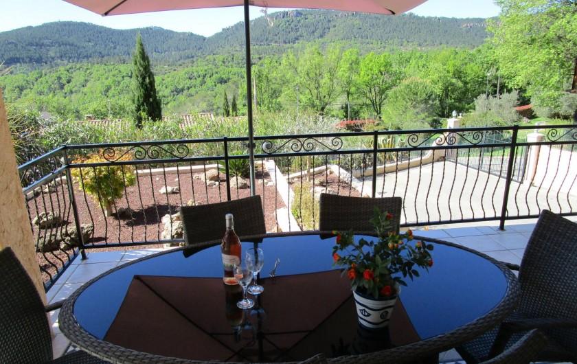 Location de vacances - Villa à Bagnols-en-Forêt - Vue du terrasse