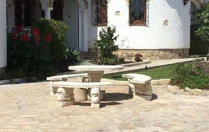 Location de vacances - Villa à Miami Platja - Une table communautaire pour boire l'apéro entre voisins