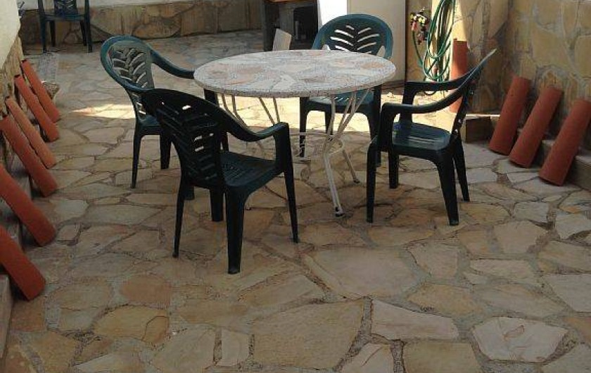 Location de vacances - Villa à Miami Platja - la table de la terrasse privée près du BBQ