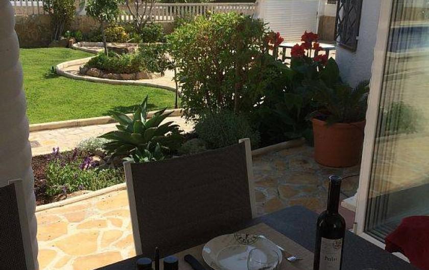 Location de vacances - Villa à Miami Platja - Vu du patio vers le parking de votre voiture