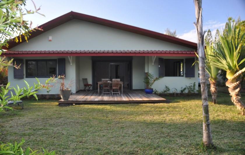 Location de vacances - Villa à Saint-Gilles les Bains - facade avant de la maison