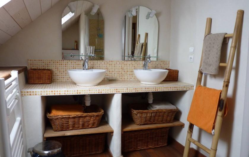 Location de vacances - Gîte à Plouégat-Moysan - la salle d'eau