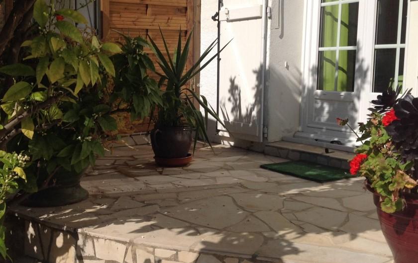 """Location de vacances - Appartement à Saint-Aygulf - Devant jardin appartement """"vue-mer"""""""