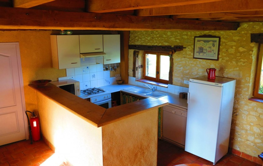 Location de vacances - Gîte à Villeréal - Cuisine américaine avec lave vaisselle et lave linge
