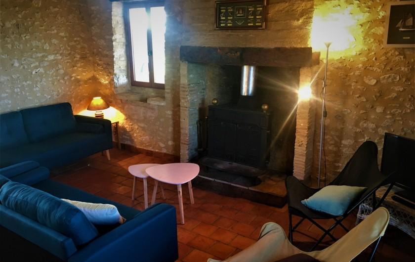 Location de vacances - Gîte à Villeréal - Grande pièce à vivre  avec poêle à bois