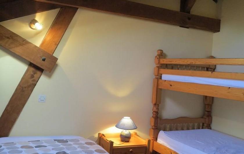 Location de vacances - Gîte à Villeréal - Chambre 3 lits simples