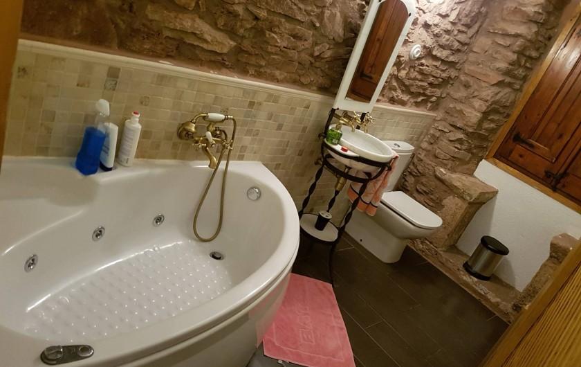 Location de vacances - Chalet à Tagamanent - Salle de bains avec jacuzzi (à l'étage)