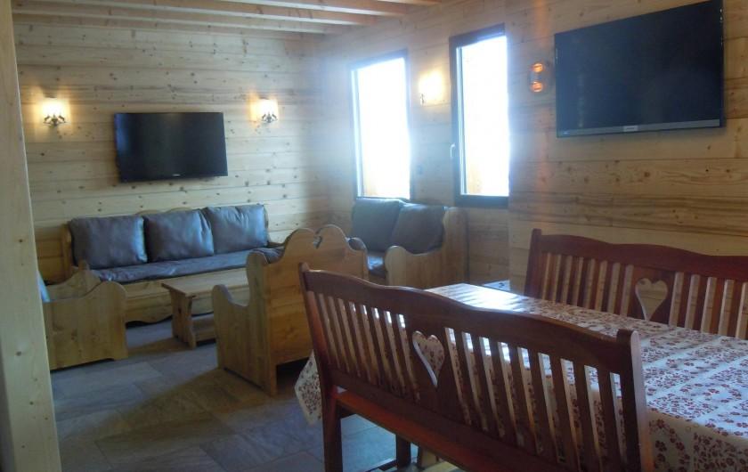 Location de vacances - Appartement à Saint-Sorlin-d'Arves - salon et salle à manger
