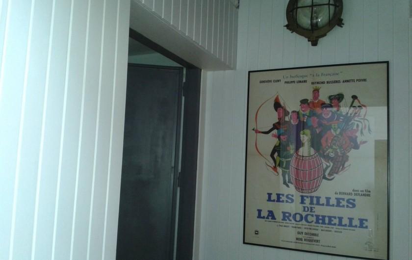 Location de vacances - Appartement à La Rochelle - Palier entre l'ascenseur et l'entrée de l'appartement