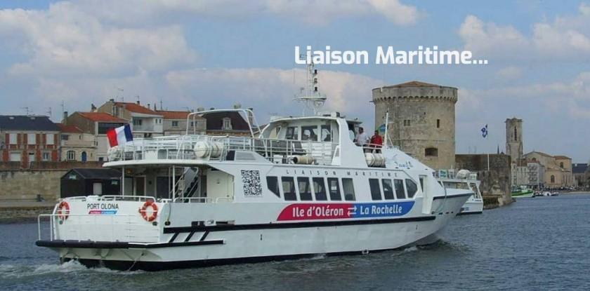 à proximité : la Rochelle à 1h de bateau au départ de Saint-Denis
