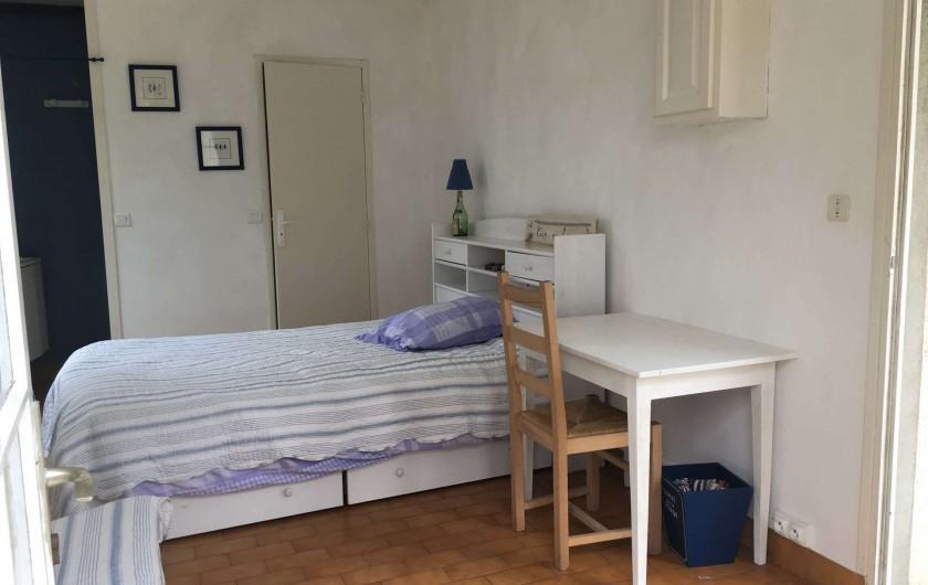 Location de vacances - Villa à Saint-Denis-d'Oléron - Chambre annexe qui dispose de toilettes séparées, d'une douche et d'un lavabo