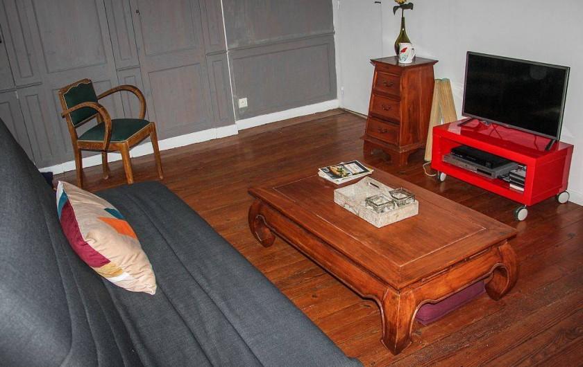 Location de vacances - Appartement à Granville - Salon avec TV écran plat