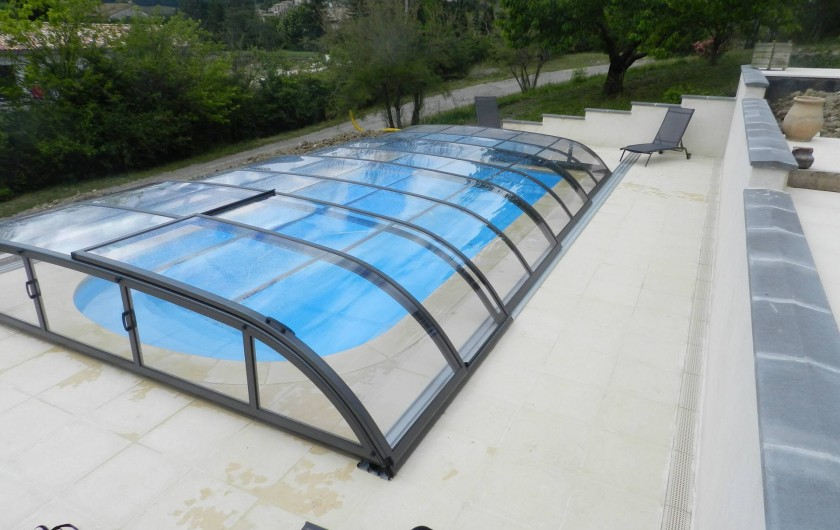 Location de vacances - Gîte à Saint-Roman - piscine avec abri